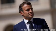 21.07.2021 French President Emmanuel Macron attends a farewell ceremony for the French armed forces chief of staff, Gen. Francois Lecointre at the Invalides monument in Paris, Wednesday, July 21, 2021. (AP Photo/Daniel Cole, Pool)