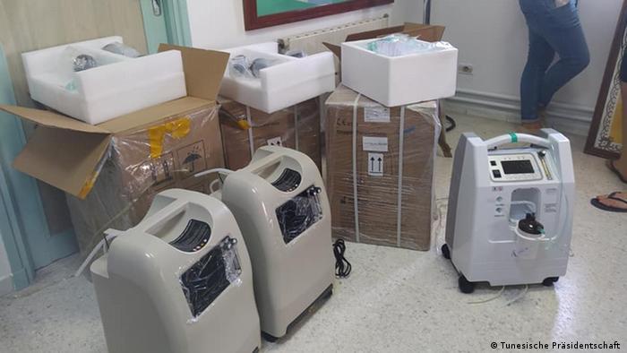 جانب من الأجهزة الطبية التي تبرع بها المجتمع المدني لأحد المستشفيات