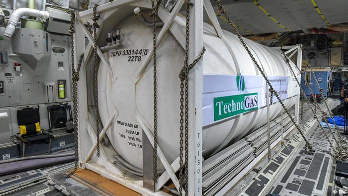 إمدادات من الأوكسجين وصلت إلى تونس من دولة الكويت