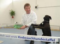 ورنر گلایشوایت در مرکز تربیت سگهای سرطانیاب
