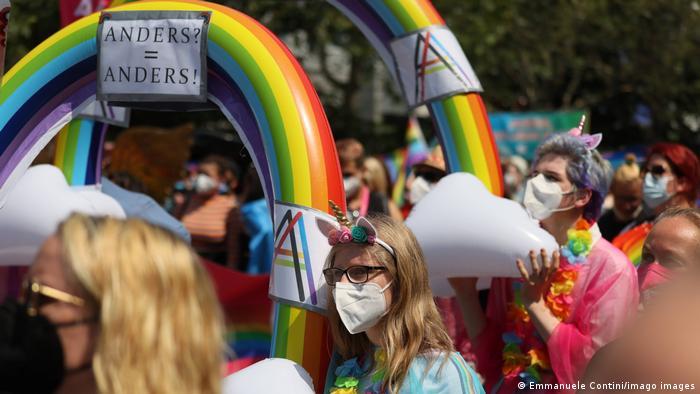 Este año el desfile fue acotado, y con mascarillas.