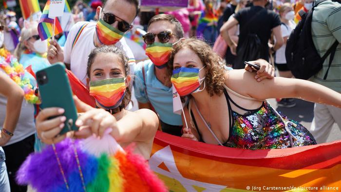 Parada do orgulho LGBTQ em Berlim, ou marcha do Christopher Street Day (CSD)