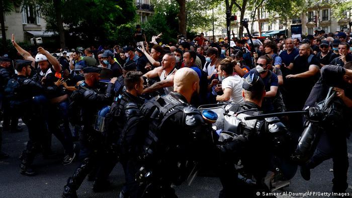 Prosvjedi u Parizu protiv korone