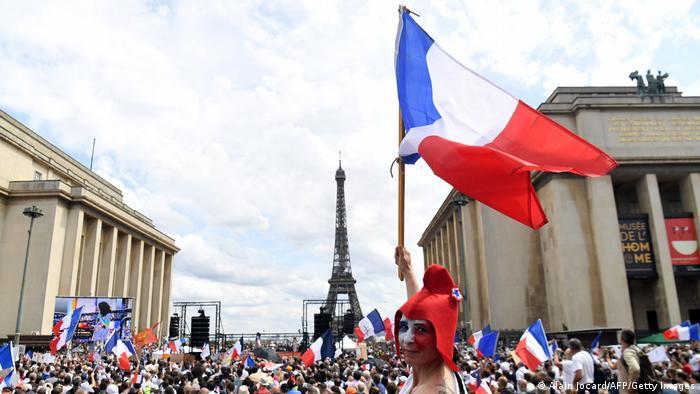 Протест в Париже против ужесточения карантинных ограничений, 24 июля 2021 года