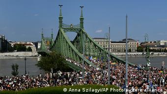В шествии в центре Будапешта участвовали тысячи человек