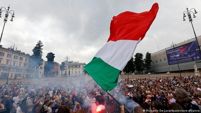 Рим в края на юли: протест срещу въвеждането на Зеления паспорт