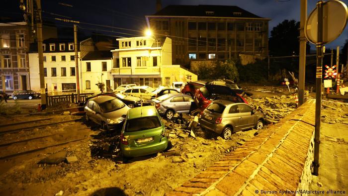مسئولان بلژیک اقدام به اسکان شماری از ساکنان مناطق سیلزده در نقاط امن کردهاند. خبرگزاری بلگا به نقل از آتشنشانی این کشور از فاجعه سخن گفته است. فاجعهای که ده روز پیش آغاز شد و ادامه یافته است.