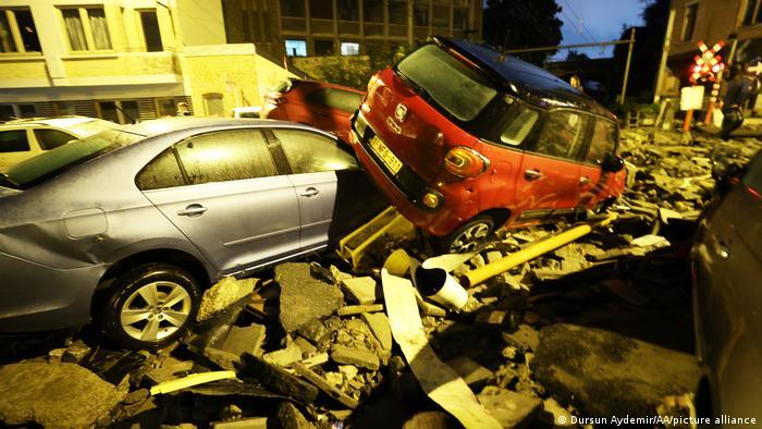 بارش شدید نه تنها باعث به راه افتادن سیلاب در خیابانهای شهرهای مختلف این کشور شده است، بلکه رانش زمین نیز باعث ویرانی بسیاری از ساختمانها شده است. رسانههای بلژیک خبر از رانش زمین در منطقه برابانت والونی، واقع در جنوب بروکسل خبر دادهاند.