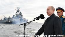 6605844 25.07.2021 Russian President Vladimir Putin speaks during a main military parade on Russian Navy Day, in St. Petersburg, Russia. Aleksey Nikolskyi / Sputnik