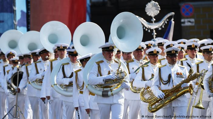 Russian marching band participates in St. Petersburg naval parade