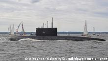6606024 25.07.2021 The Volkhov submarine takes part in the main naval parade on Russian Navy Day held on the Neva River, in St. Petersburg, Russia. Alexander Galperin / Sputnik
