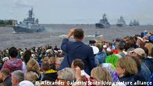 6606113 25.07.2021 Spectators gather to watch the main naval parade on Russian Navy Day held on the Neva River, in Kronstadt, Russia. Alexander Galperin / Sputnik