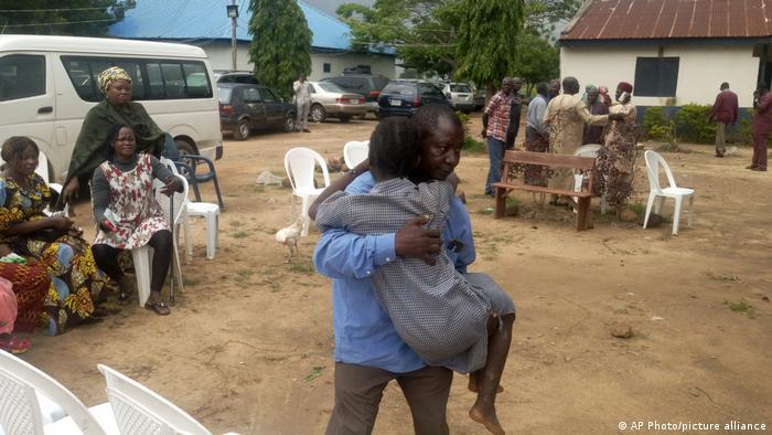 Nigeria, Damishi | Schüler werden freigelassen