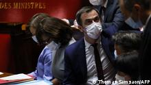 France's Health Minister Olivier Veran, wearing a mask, attends a session of questions to the government at The National Assembly (Assemblee nationale) in Paris on July 20, 2021. (Photo by Thomas SAMSON / AFP)