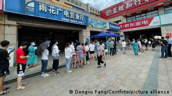 China Nanjing   Tests nach Coronavirusausbruch