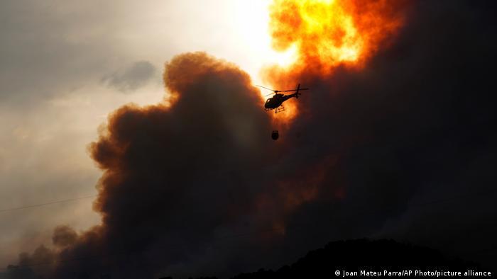 تلاش برای فرونشاندن آتش در اسپانیا