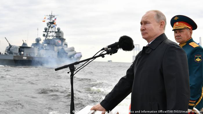 Владимир Путин на параде ВМФ в Санкт-Петербурге 26 июля