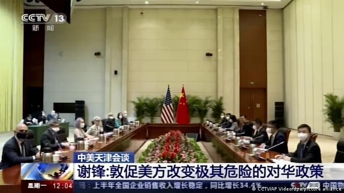 """上周,中国外交部发言人赵立坚说,美方没有资格对中国说教或指手画脚,没有资格说""""从实力地位出发""""与中国打交道。我们在安克雷奇不吃这一套,在天津更不会吃这一套。"""