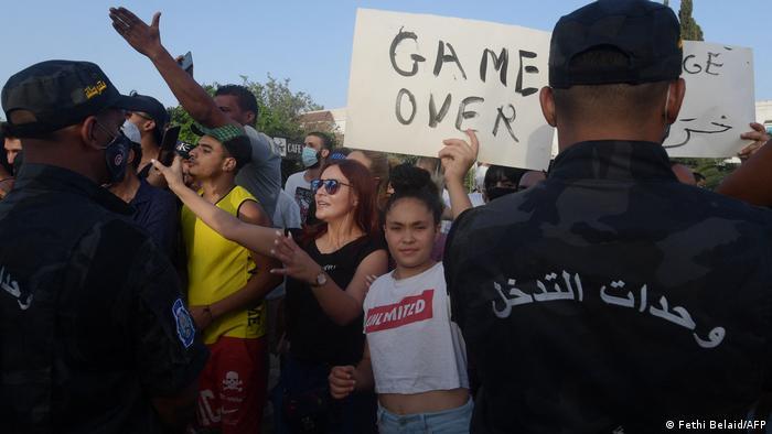 Tunesien Krise - Proteste vor dem Parlament