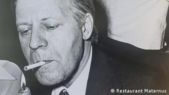 Хелмут Шмит не се е разделял с цигарата си и в Матернус