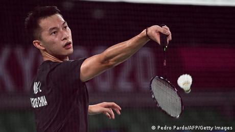 伍家朗穿着的无区旗黑色球衣参加东奥比赛遭到诸多批评