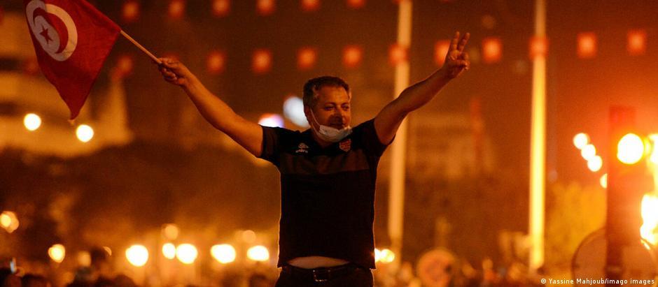 Tunesien   Staatspräsident Kais Saied entlässt Regierungschef Hichem Mechichi