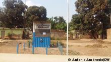 Emerson Joaquim, jornalista da Afro TV. Wasserversorgungsstation in Bengo, Angola July 2021, Bengo, Angola Arbeiter des Wasserwerks Bengo streiken wegen Lohnmangels