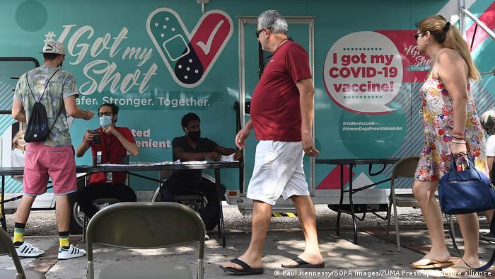Пункт вакцинації від коронавірусу в США