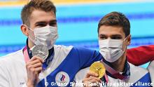6607915 27.07.2021 **** Silver medallist Kliment Kolesnikov of the Russian Olympic Committee and gold medallist Evgeny Rylov of the Russian Olympic Committee pose on the poduim during the victory ceremony for the men's 100m backstroke swimming final at the Tokyo 2020 Olympic Games at Aquatics Centre in Tokyo, Japan. Grigory Sysoev / Sputnik