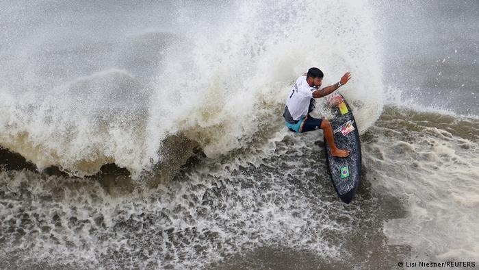 Ítalo Ferreira surfa no Japão