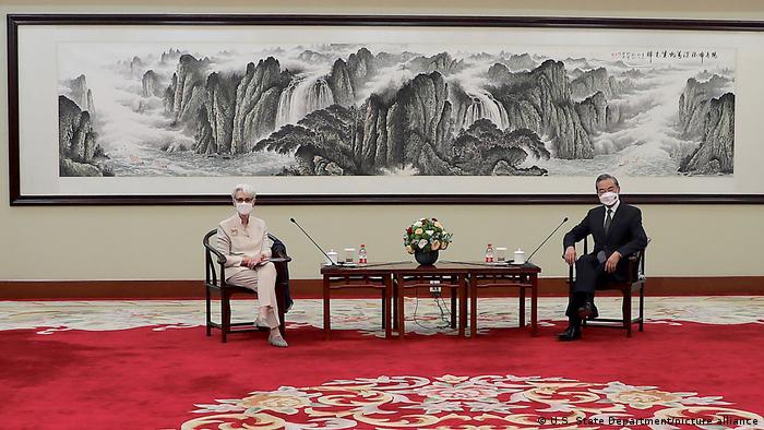 China - Wendy Sherman trifft Wang Yi in Tianjin
