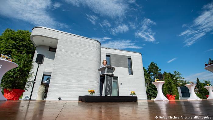 مراسم افتتاح خانه ساختهشده با چاپگر سهبعدی