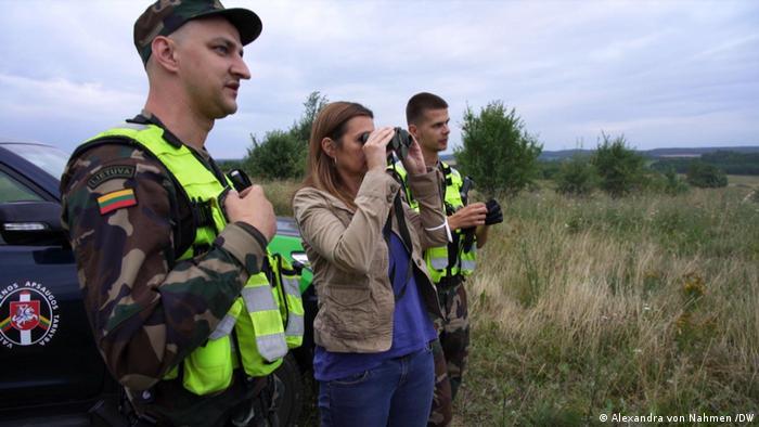 موفدة DW ألكسندرا فون نامين ترافق دورية لحرس الحدود الليتواني
