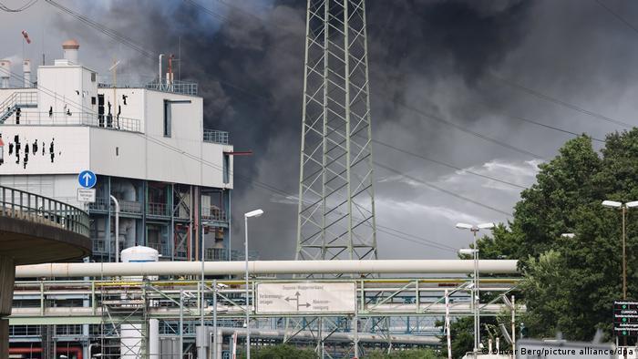 Дым после взрыва в Леверкузене