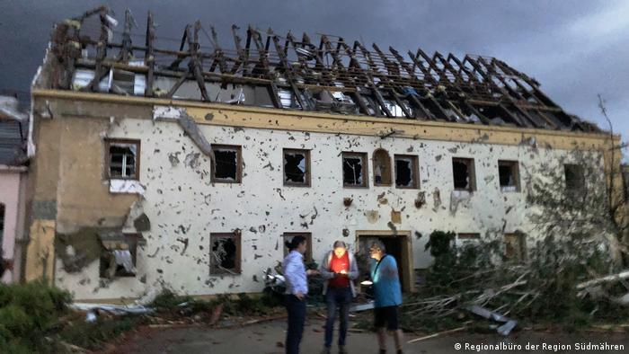 Tschechien Das Dorf Moravská Nová nach dem Tornado