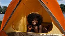 Zu sehen ist unser Zelt mit DW-Mitarbeiterin Winni Modesto, dass wir auf Instagram verlosen wollen. Die Fotos wurden von Claudia Würzburg (DW) gemacht. Vielen Dank! via Elisabeth Yorck