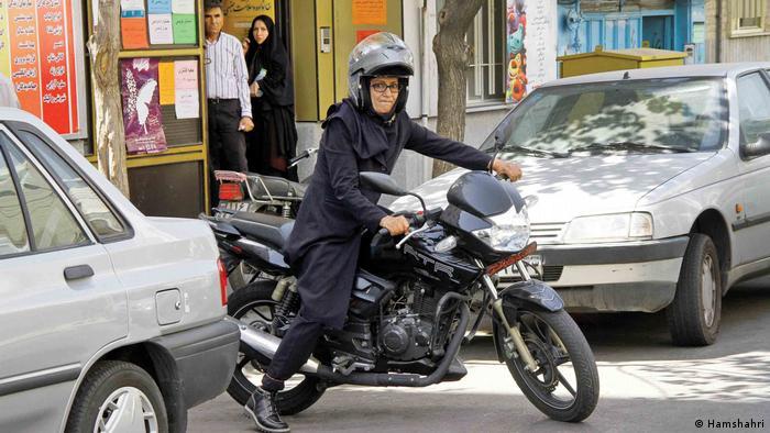 Motorrad fahren bleibt im Iran für Frauen verboten