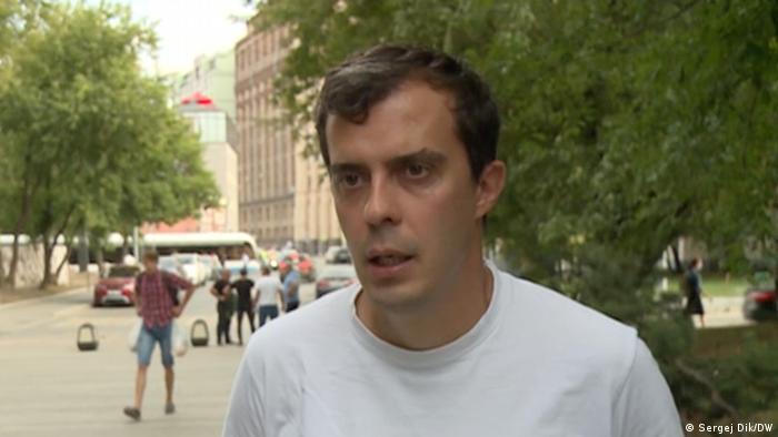 Roman Dobrokhotov von The Insider in einem Moskauer Park