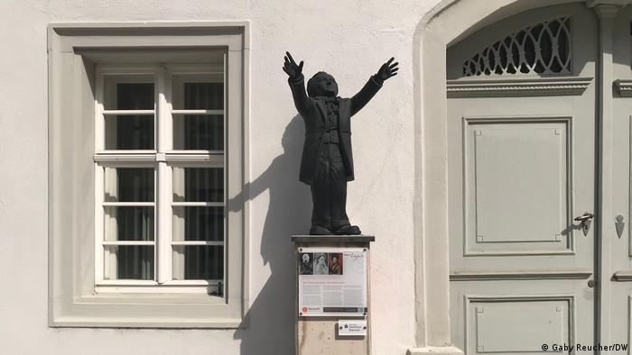 Wagner Informationstafel mit einer Wagnerfigur gekennzeichnet.