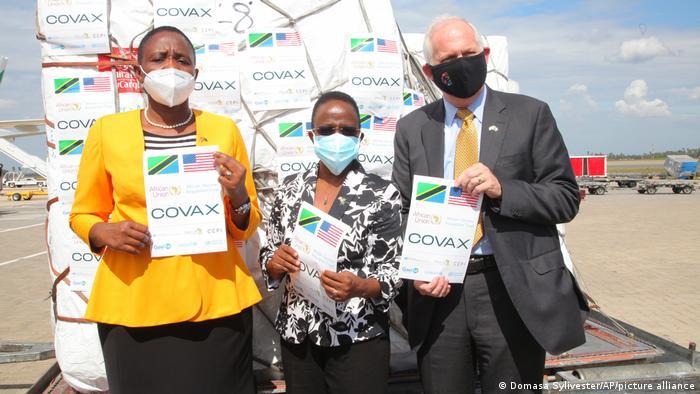 Tanzanian Minister for Health Dr Dorothy Gwajima stands with Tanzanian Foreign Affairs Minister Ambassador Liberata Mulamula and US Ambassador to Tanzania Donald Wright