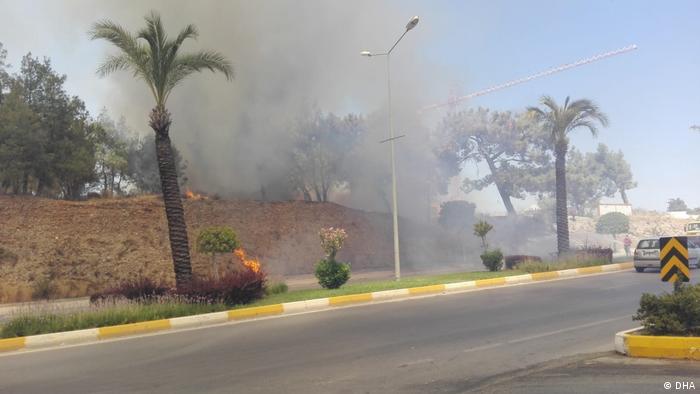 Türkei I Waldbrand in Antalya bedroht Wohnviertel