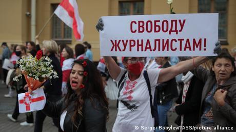 Belarus Minsk   Frauen Proteste   Poster