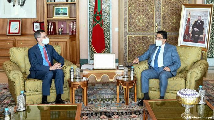 وزير الخارجية المغربي ناصر بوريطة مستقبلا مساعد وزير الخارجية الأمريكية جوي هود.