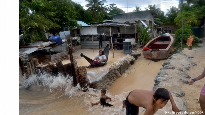 La lucha contra el nivel del mar en Kiribati.