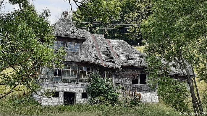 Casă părăginită în satul Ciocanu