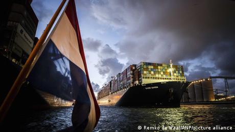 Rotterdam, Niederlande   Ankunft des Containerschiffs Ever Given