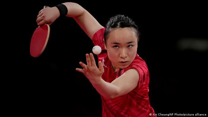 میما ایتو، بازیکن تیم ملی تنیس روی میز زنان ژاپن در دیدار یکچهارم نهایی مقبال یوئن جی−هی از کره جنوبی.