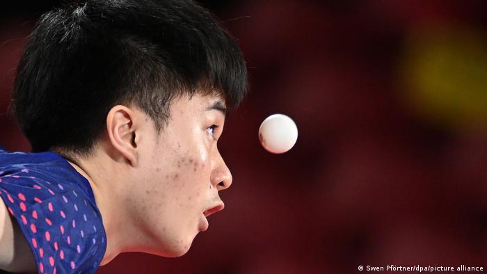 تمرکز کامل؛ لین یون−جو، بازیکن تیم ملی تنیس روی میز تایوان.
