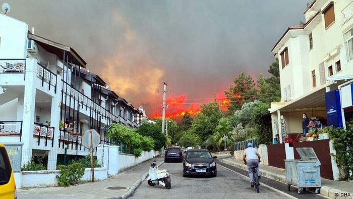 شدت آتشسوزیها به اندازهای بوده که چندین هتل محل سکونت گردشگران، ۱۸ روستا و شهرک در منطقه ماناوگات در نزدیکی آنتالیا باید از سکنه تخلیه میشدند.