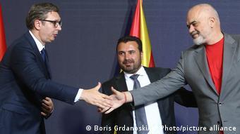 Nord-Mazedonien Skopje   Wirtschaftsforum   Aleksandar Vucic, Zoran Zaev und Edi Rama
